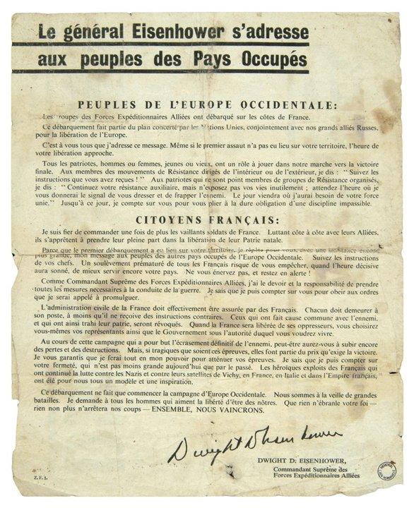 Le général Eisenhower s'adresse au peuple des pays occupés – Source : Portail documentaire du musée de Bretagne et de l'écomusée du pays de Rennes – http://www.collections.musee-bretagne.fr/ark:/83011/FLMjo288945